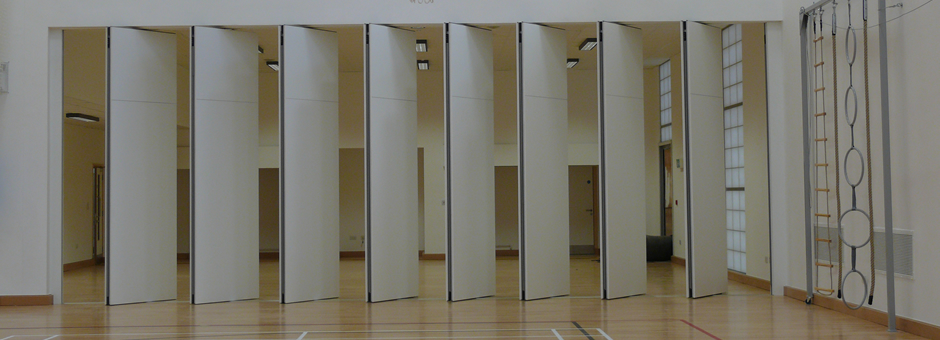 Stormor Systems operable walls dividing a hall