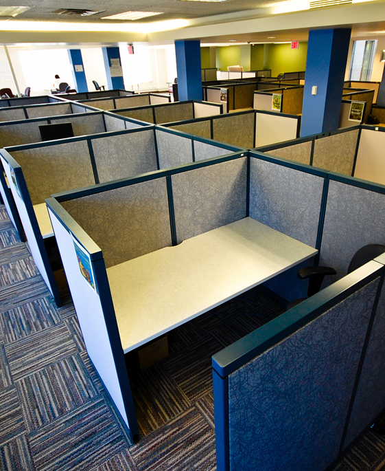 Stormor Systems desk partitioning in an office environment