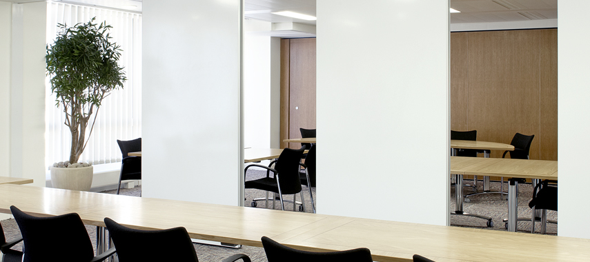 Office partitioning dividing a meeting room environment